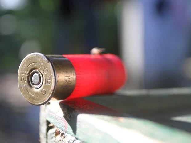 No local do crime, polícia localizou cápsulas de espingarda calibre 12 (Foto: Cláudio Pinheiro/O Liberal)