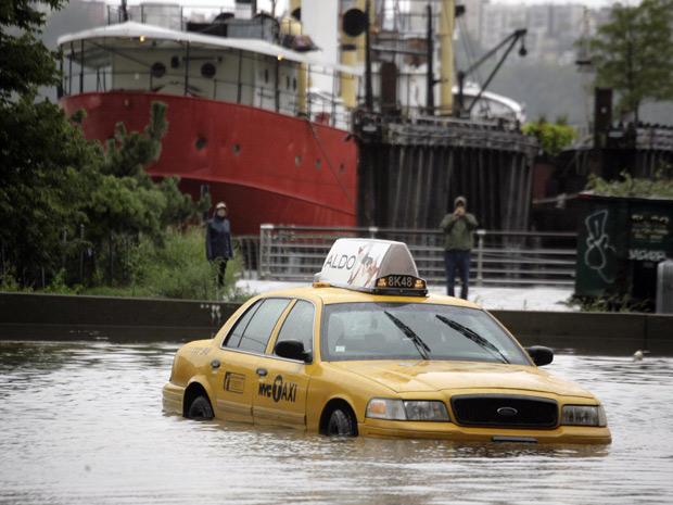 Furacão Irene causou enchentes em Nova York (Foto: AP)