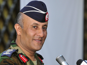 Ahmed Omar Bani, porta-voz militar dos rebeldes líbios (Foto: Reuters)