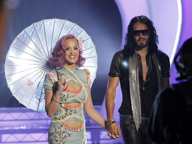 A cantora Katy Perry foi ao evento acompanhada do marido Russell Brand (Foto: Mario Anzuoni/Reuters)