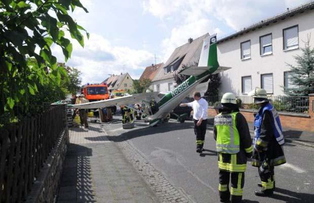 Duas pessoas ficaram feridas no acidente (Foto: AFP)