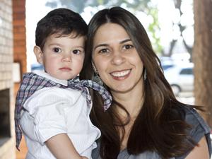 Amanda chegou a madrugar na porta de uma creche para conseguir uma vaga para Gustavo, hoje com um ano e dez meses (Foto: Marco Aurélio / acervo da família)