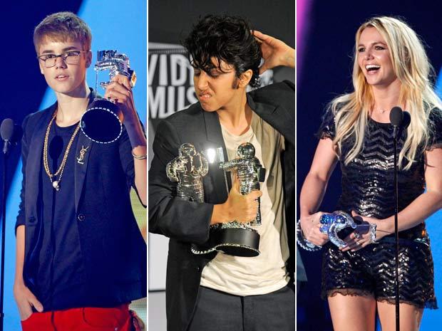 Justin Bieber (esq) recebeu o prêmio de melhor vídeo masculino;  Lady Gaga (centro) se vestiu como um homem e faturou duas estatuetas e Britney Spears (dir) levou o prêmio de melhor vido pop. (Foto: AP Photo)
