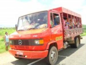 Empresa aluga carros de vereadores para serviço de transporte escolar. (Foto: Francisco Fernando/Colaboração)