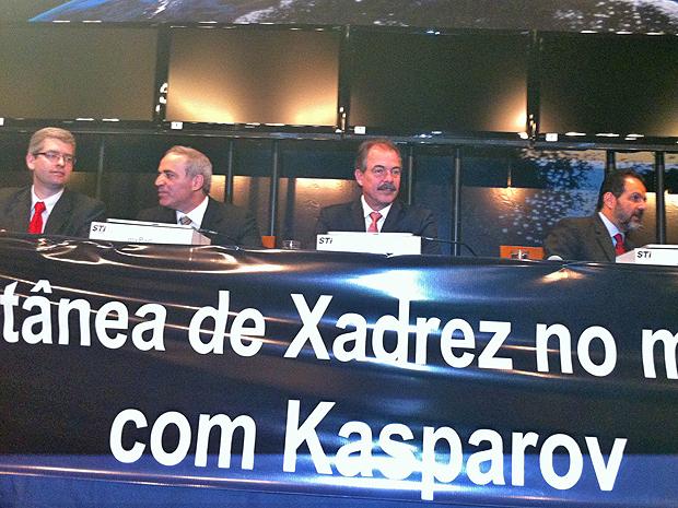Ministro e governador do DF participam de evento de xadrez com ex-campeão mundial Garry Kasparov em Brasília (Foto: Rafaela Céo/G1)