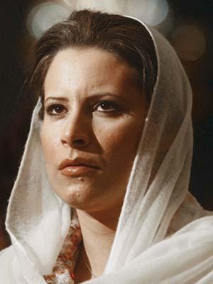 Aisha, filha de Muammar Kadhafi, em foto de arquivo (Foto: AP)