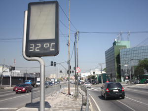 São Paulo tem extremos: 32ºC no início da tarde; 17ºC no início da noite (Foto: Cristiano Novais/CPN/AE)