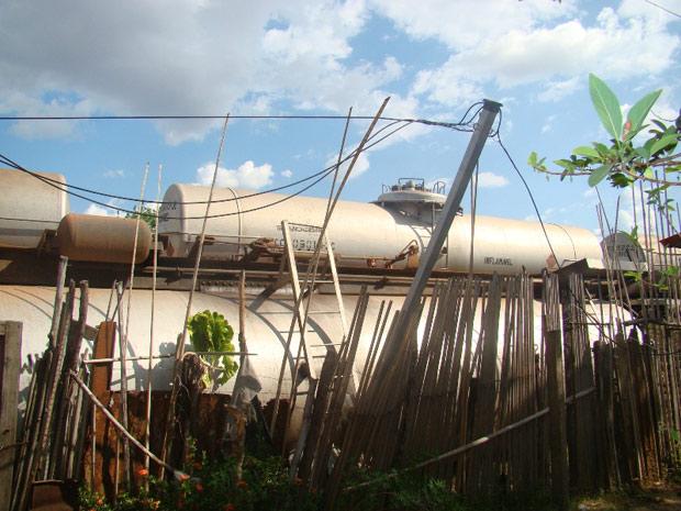 Trem descarila e atinge casas em Timon, no Maranhão (Foto: Gil Oliveira/Portal da Clube.com)