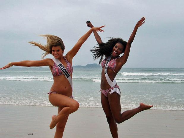 Misses se divertem em praia do Guarujá, no litoral de São Paulo (Foto: Luciana Bonadio/G1)
