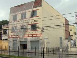 Garoto de 15 anos morre após acidente de trabalho em uma obra de Curitiba (Foto: Reprodução RPC TV)
