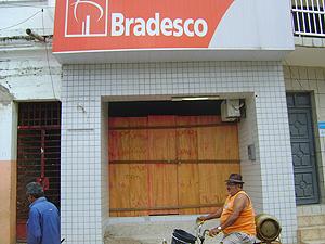 Banco continua fechado depois de explosão ocorrida em julho (Foto: Jota Alves/G1)