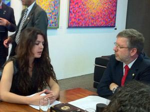 A estudante chilena Camila Vallejo em audiência com o presidente da Câmara, Marco Maia (Foto: Naiara Leão / G1)
