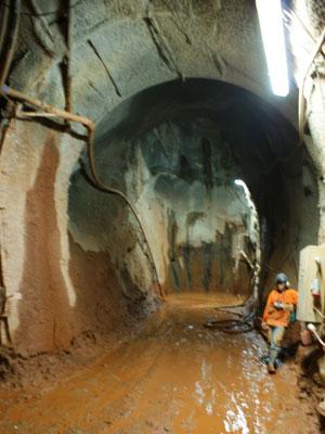 Garias internas da nova mina de Serra Pelada. (Foto: Vianey Bentes/TV Globo)