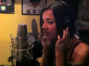 A cantora Manu Gavassi em estúdio na cidade de Nashville, nos EUA (Foto: Divulgação)