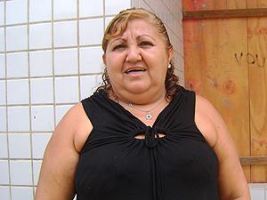 Funcionária pública Maria Susana da Silva reclama de falta de acesso a caixa eletrônico (Foto: Jota Alves/G1)