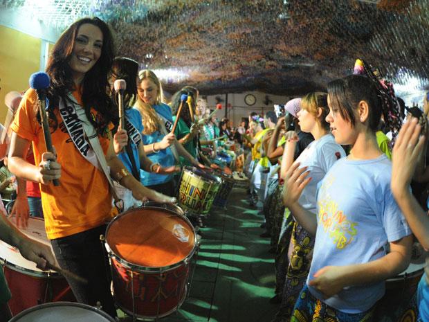 Misses aprenderam a tocar instrumentos musicais em associação da Zona Sul (Foto: Raul Zito/G1)