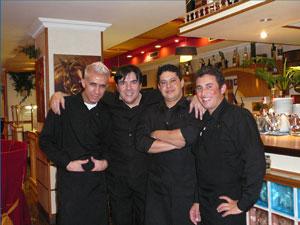 Empresário Walter Marquez (2º da esq. para dir.) sentiu redução de 15% a 20% nos negócios no restaurante Novillo Carioca, em Madri (Foto: Divulgação/Novillo Carioca)