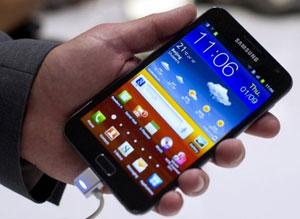 A Samsung também apresentou o novo tablet da companhia, o Galaxy Tab 7.7 (Foto: Gero Breloer/AP)