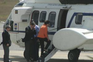 Presidente Dilma no Aeroporto da Pampulha, em Belo Horizonte, na manhã desta quinta (1º), ao entrar em aeronave para se deslocar para evento em usina (Foto: Lucas Catta Prêta / Globoesporte.com)