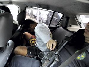 Operação contra a milícia no Rio (Foto: Pablo Jacob / Agência O Globo)