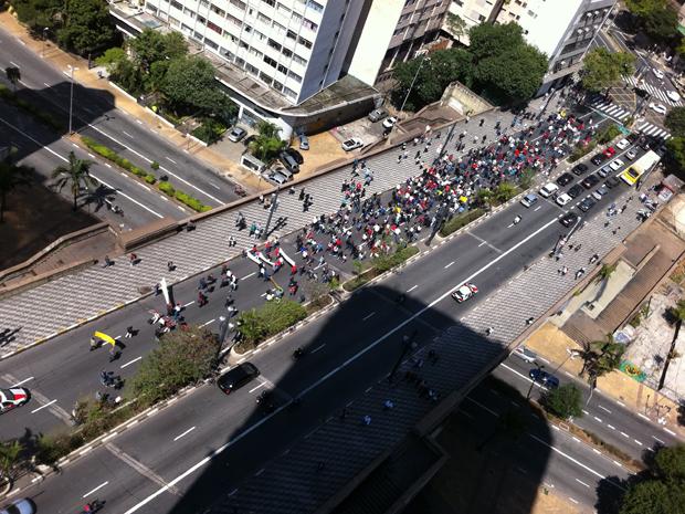 Servidores Municipais fazem protesto no Centro da cidade (Foto: Régis Schwert/VC no G1)