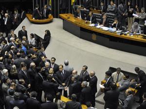 Deputados em sessão no plenário da Câmara  (Foto: Renato Araújo / Agência Brasil)