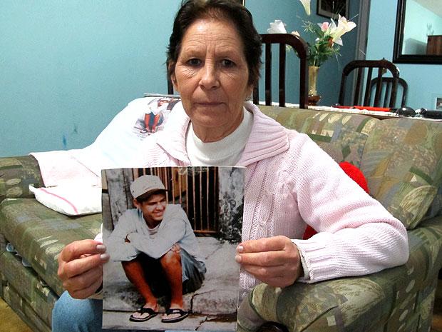 """A aposentada Valquíria Marques dos Santos, que teve o filho de 15 anos assassinado por um PM: """"Os policiais que levaram meu menino continuam na ativa"""" (Foto: Raphael Prado/G1)"""