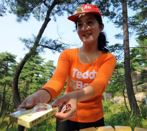 Droga é vendida em zona turística em Mount Kumgang. (Foto: Goh Chai Hin/AFP)