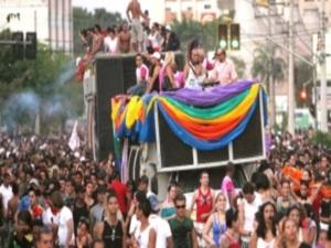 Parada  LGBT deste ano deve contar com 50 mil pessoas  (Foto: Domício Gomes )