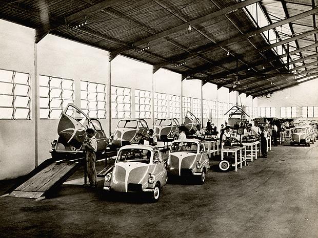 linha de montagem do Romi-Isetta (Foto: Arquivo/Cedoc Fundação Romi)