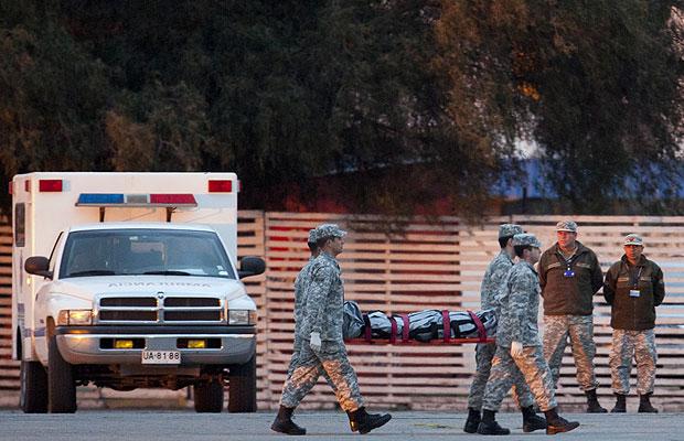 Quatro corpos de vítimas já foram localizados no arquipélago Juan Fernández, no Chile (Foto: Aliosha Marquez/AP)