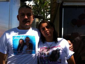 André e Adriana, pais de Luiza, na manifestação (Foto: Lilian Quaino/G1)