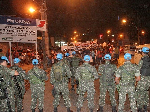 Manifestação aconteceu perto da estação de teleférico do Itararé (Foto: Jadson Marques / Ae)