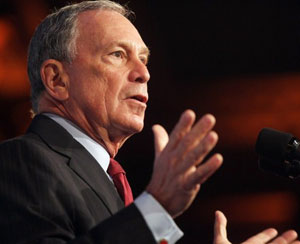 Michael Bloomberg, em fala nesta terça (6) (Foto: AFP)
