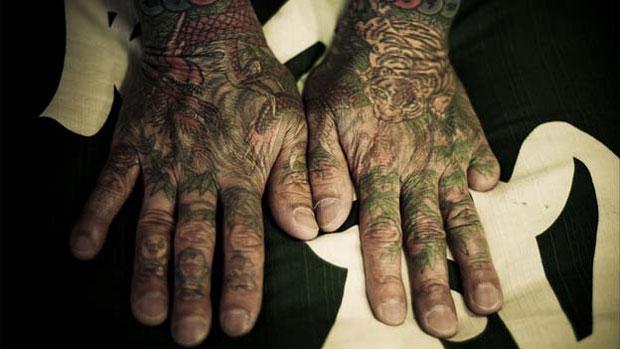Yakuzas em diferentes partes do Japão têm suas próprias tatuagens. Em Tóquio, geralmente elas são feitas nos braços e costas. (Foto: © anton kusters/www.antonkusters.com)