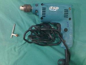 Médico apresenta furadeiras usadas em cirurgias em João Pessoa (Foto: Divulgação)