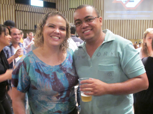 Débora e Antonio, que se deslocou de Belo Horizonte para ver reprise do show  (Foto: Roney Domingos/ G1)