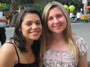 Engenheiras  Daniela Alves e Maíra Toledo, que escaparam sem ferimentos do acidente (Foto: Roney Domingos/ G1)