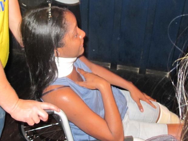 Fã de Ivete Sangalo em cadeira de rodas chora após ganhar abraço da cantora  (Foto: Roney Domingos/ G1)