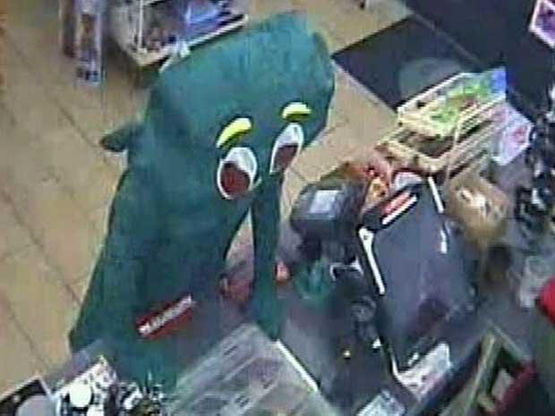 Imagem de câmera de segurança mostra 'Gumby' durante o assalto (Foto: AP)