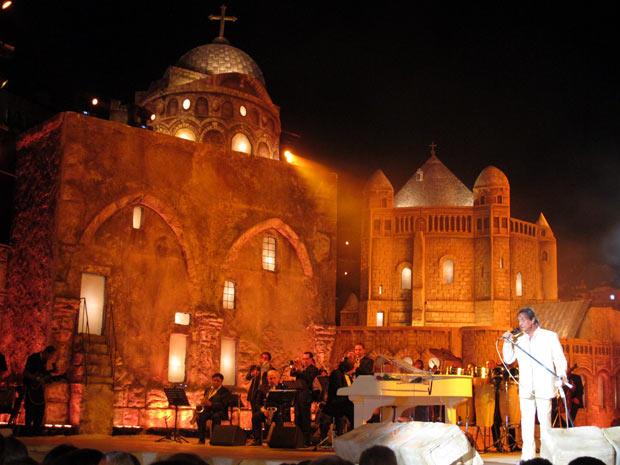 Cenário gigantesco repriduziu pontos turísticos religiosos da cidade de Jerusalém, como a Igreja do Santo Sepulcro (Foto: Henrique Porto/G1)