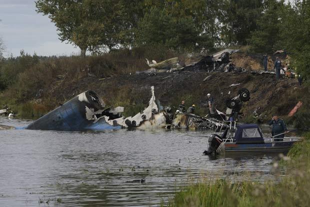 Queda de avião matou pelo menos 36 pessoas. (Foto: Misha Japaridze/AP)