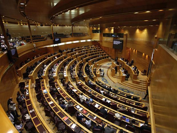 Sessão do Senado em Madri que votou a emenda para limitar o déficit público. (Foto: Juan Medina/Reuters)