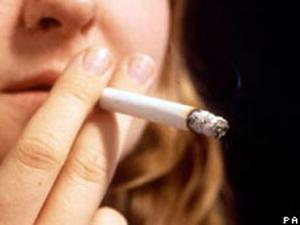 Estudo confirma que redução do fumo diminui mortalidade (Foto: PA/BBC)