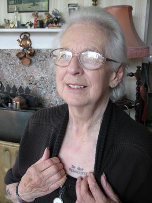 A aposentada britânica Jay Tomkins pede para não ser ressuscitada para 'economizar dinheiro' do sistema público de saúde (Foto: BBC)
