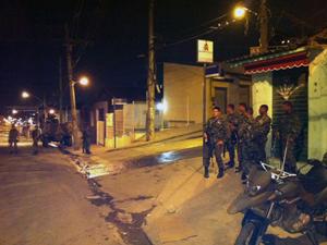 Tropas da Força de Pacificação (Foto: Rodrigo Silva Vianna/G1)