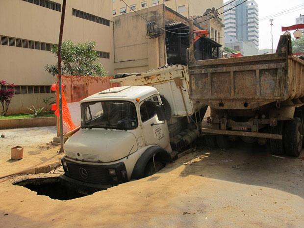 caminhão cratera (Foto: Juliana Cardilli/G1)