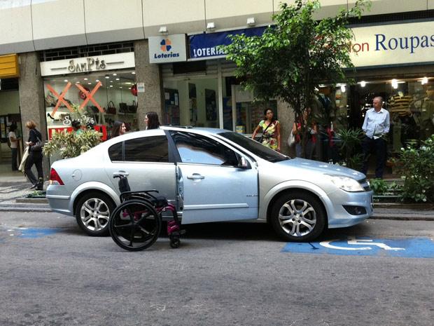 Operação contra o uso indevido de vagas no Centro do Rio (Foto: Thamine Leta/G1)