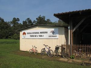 Colégio tem cinco salas para sete turmas (Foto: Juliana Cardilli/G1)
