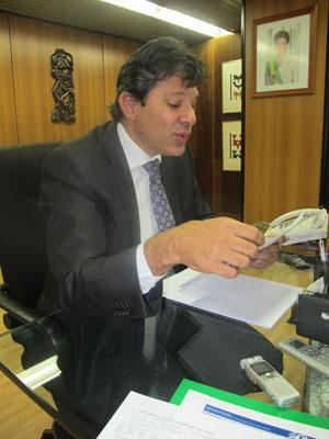 Ministro Fernando Haddad anunciou o dados do Enem 2010 (Foto: Mariana Oliveira/ G1)